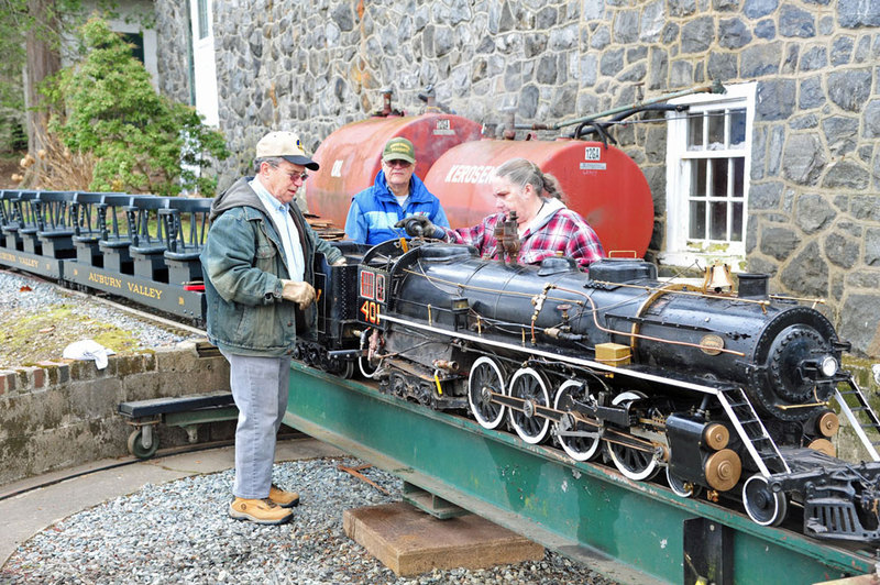 Volunteers with #401 locomotive engine, turntable