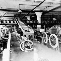 1914-Ford-Highland-Park-Plant-assembly-line.jpg